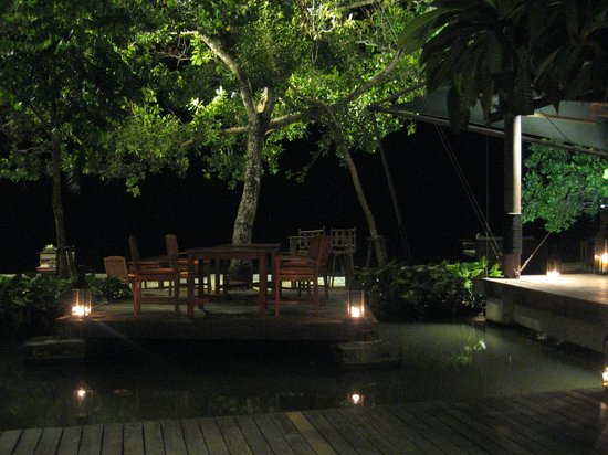 The Tubkaak Krabi Boutique Resort : Restaurant, vue sur la plage