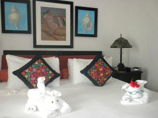 Casa Sirena Hotel : Towel sculptures in Room 1