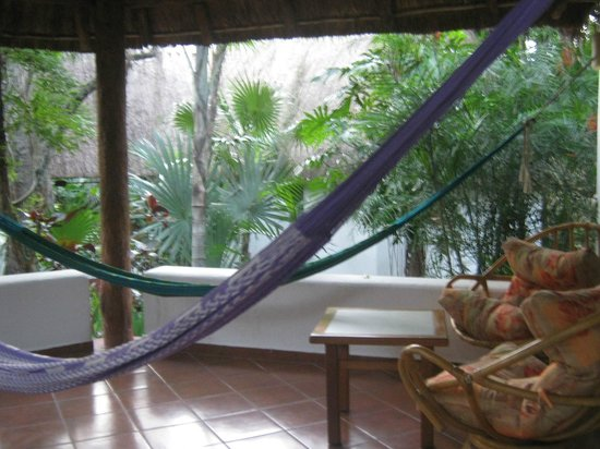 Riviera Maya Suites : bungalow porch w hammocks