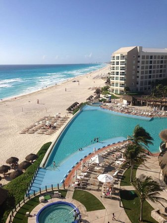 The Westin Lagunamar Ocean Resort Villas & Spa, Cancun : view from balcony room 161 - pool