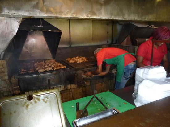 Your Jamaican Tour Guide : Waiting for our Jerky's Chicken (My fave!)