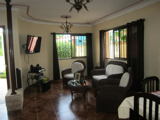 Beny's House: Dining room area