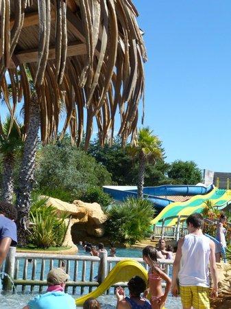 Camping Sunelia Le Fief : vue de la piscine
