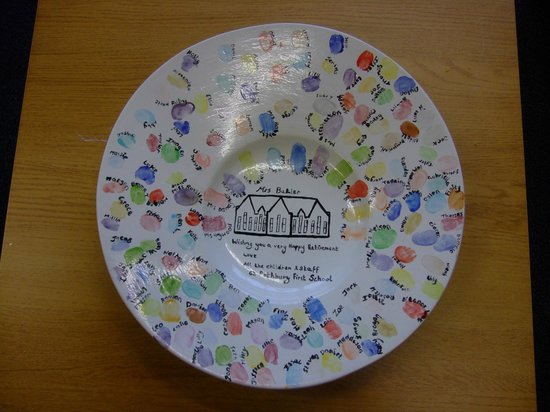 Pots & Paws: Happy Retirement bowl,each child added their finger print. Lovely keepsake.