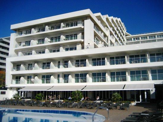Melia Madeira Mare Resort & Spa: Hotel from pool area