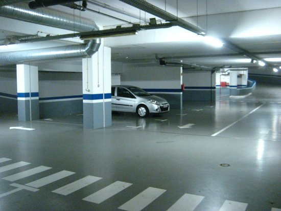 Melia Madeira Mare Resort & Spa: Secure underground car park - free to guests