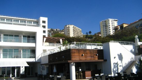 Melia Madeira Mare Resort & Spa: Hotel from deck area