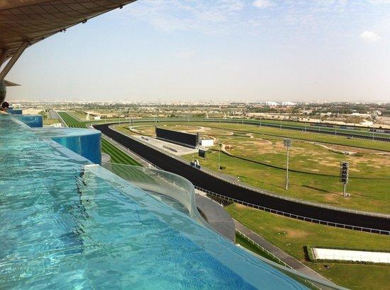 The Meydan Hotel: プールからの眺め