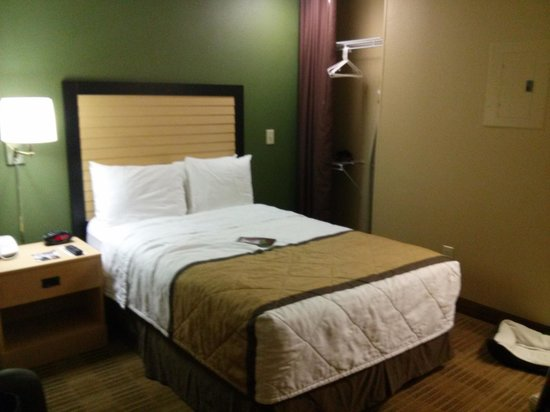 "Extended Stay America Houston - The Woodlands : ""spacious room""...I think not."