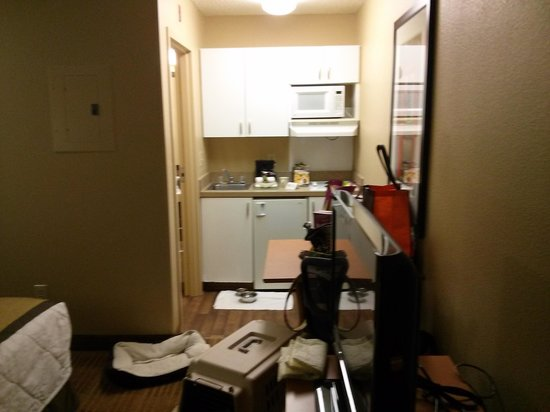 "Extended Stay America - Houston - The Woodlands : ""Fully furnished kitchen""...Oh, please!"