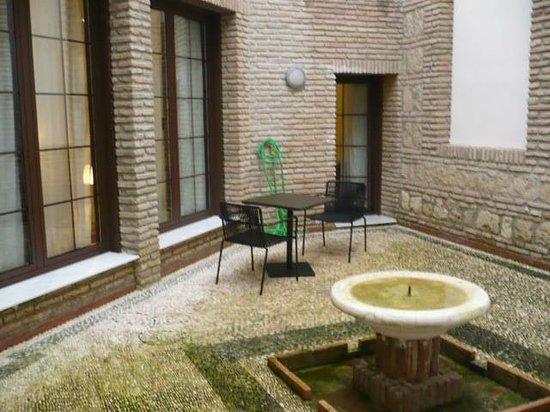 NH Collection Amistad Córdoba: Patio riservato alla camera