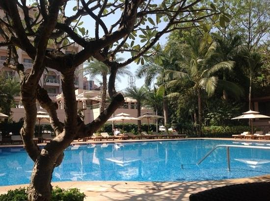 The Leela Palace Bengaluru: poolside
