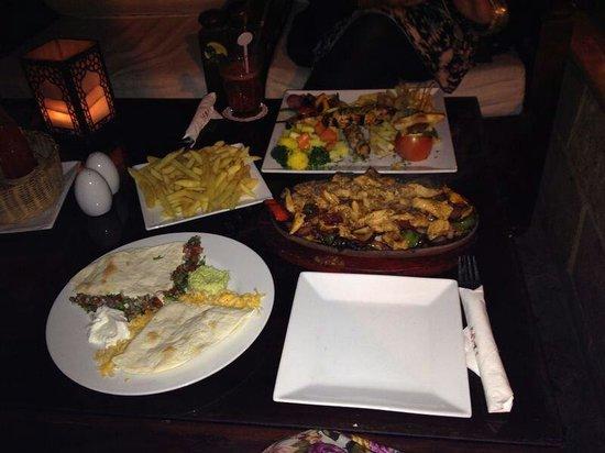 Granada Restaurant & pub: Chicken fajitas and chicken shish