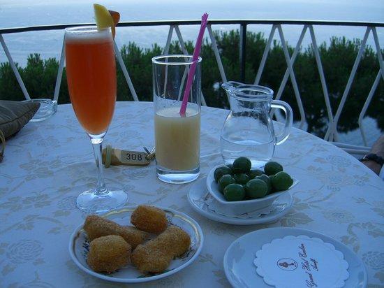 Excelsior Grand Hotel: Drinks before dinner!