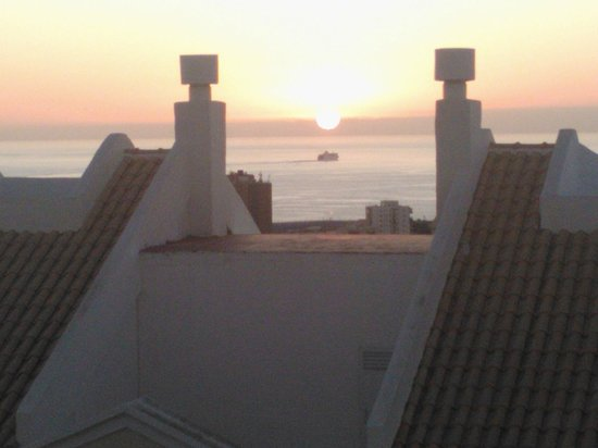 Hollywood Mirage Tenerife: Sunset through the chimneys