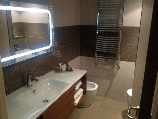 Hilton Barcelona: Casa de banho