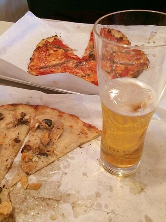 Frank Pepe Pizzeria: two pizzas, one beer at Frank Pepe