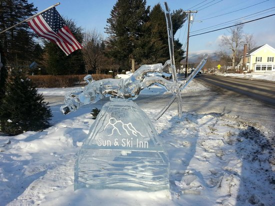 Sun & Ski Inn and Suites: Ice Sculpture