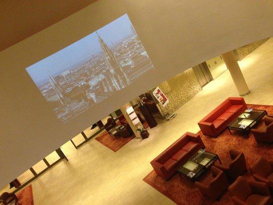 Austria Trend Hotel Savoyen Vienna: im 1. Stock, Präsentation von Wien auf einer Leinwand
