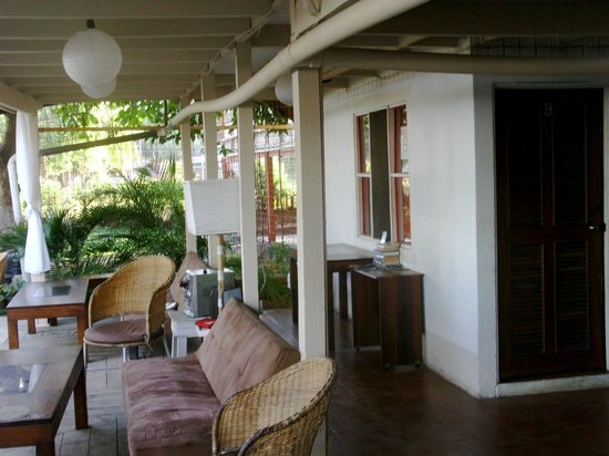 Hotel M&M Beach House: hotel veranda