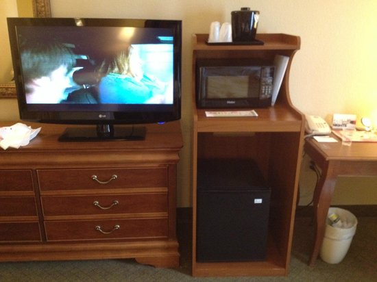 Country Inn & Suites By Carlson, Newark Airport: Dresser area