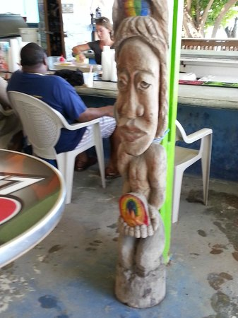Rhythms at Rainbow Beach : The bars tiki totum pole