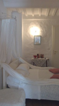 Bed & Breakfast Antiche Mura : suite OFELIA (camera matrimoniale)
