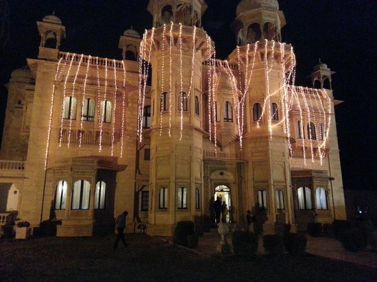 Jawahar Niwas Palace: Hotel decorated for marriage party