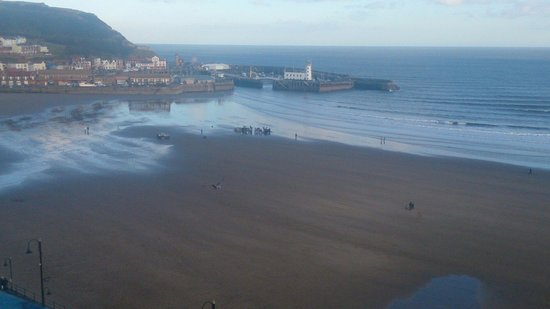Grand Hotel Scarborough: Filming on the beach... Taken from our balcony
