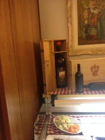 Trattoria Vecchia Roma : un vino solo da guardare