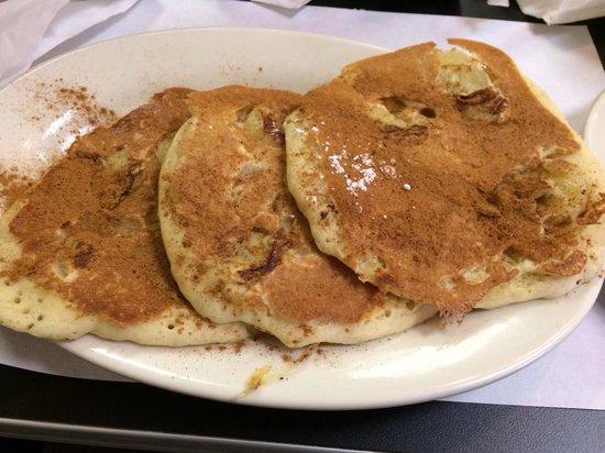 C's Waffles: Yummy cinnamon and banana pancakes