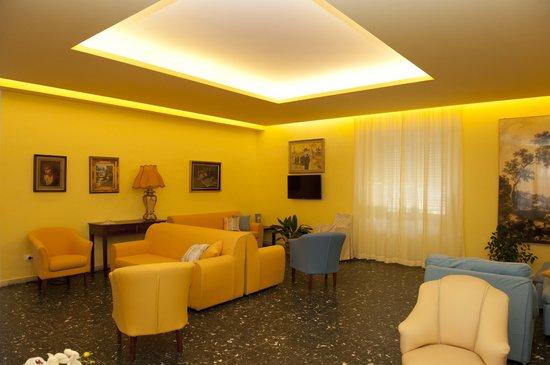 Hotel Venere: salone lettura e televisione