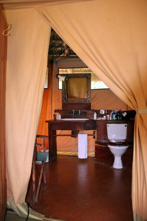 Lewa Safari Camp: bathroom