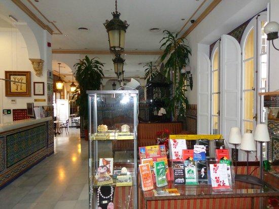 Hotel San Gil: холл