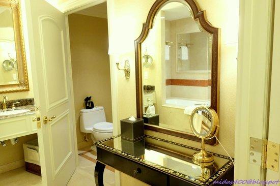 The Venetian Macao Resort Hotel : toilet