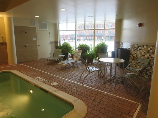 Courtyard Keene Downtown : Pool area