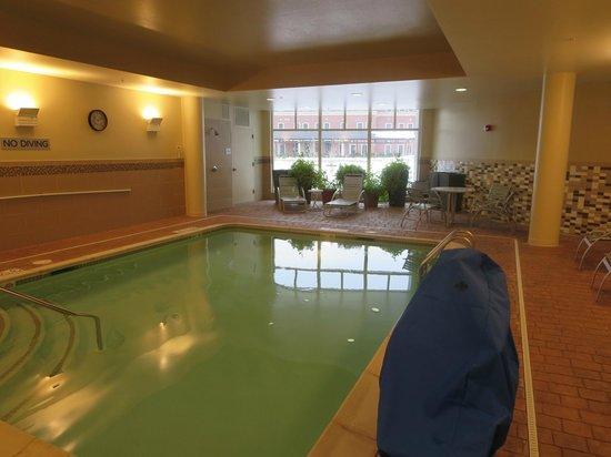 Courtyard Keene Downtown : Pool