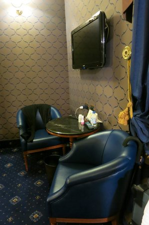 Hotel Manfredi Suite in Rome: Seating area in room
