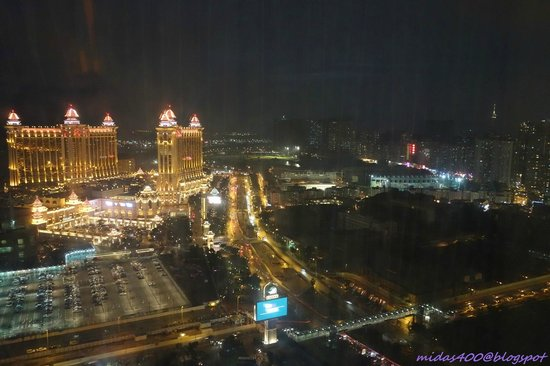 The Venetian Macao Resort Hotel : view during the night