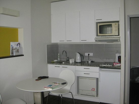 Citadines Sainte-Catherine Brussels: Kitchenette