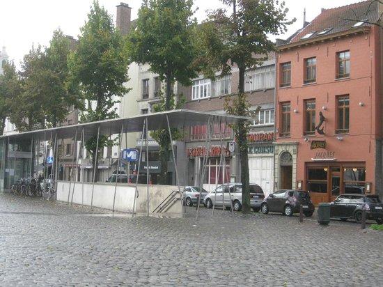 Citadines Sainte-Catherine Brussels: Subway entrance on St. Catherine Plaza