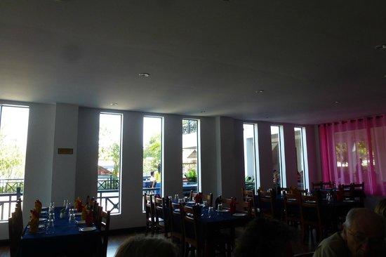 Neary Khmer Angkor: Neary Khmer Restaurant.- la grande salle