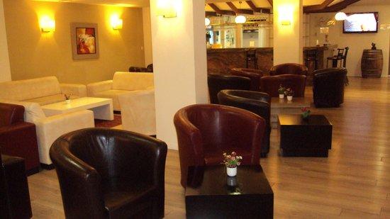 Restal Hotel: Bar e lobby