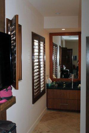 Casa Victoria Orchid : To bathroom area