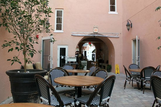 """Casa Victoria Orchid : """"Courtyard"""" and breakfast area"""