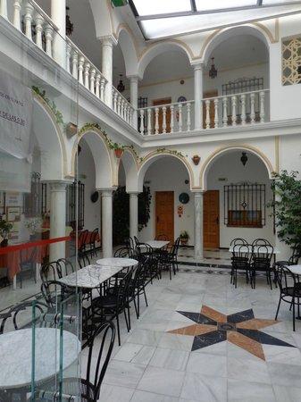 Los Omeyas Hotel : внутренний холл