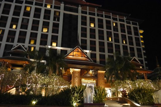 Shangri-La Hotel, Chiang Mai : Nice look at night