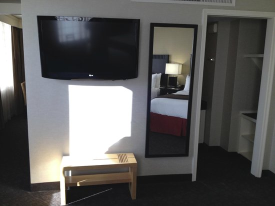 DoubleTree by Hilton Hotel Los Angeles Downtown: Large bedroom