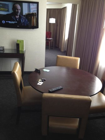 DoubleTree by Hilton Hotel Los Angeles Downtown: Dining table