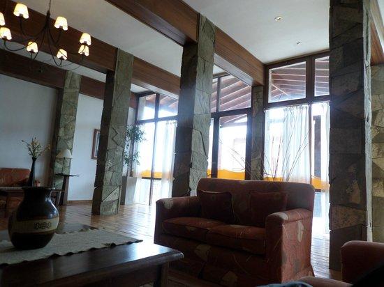 Kalenshen Hotel - Cerro Calafate: hall del hotel